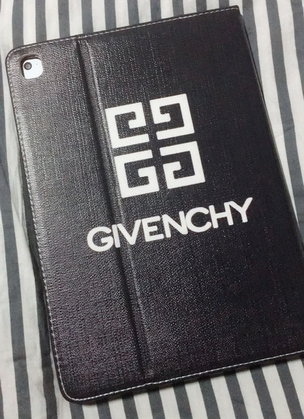 ジバンシィ givenchy iPad mini3ケース